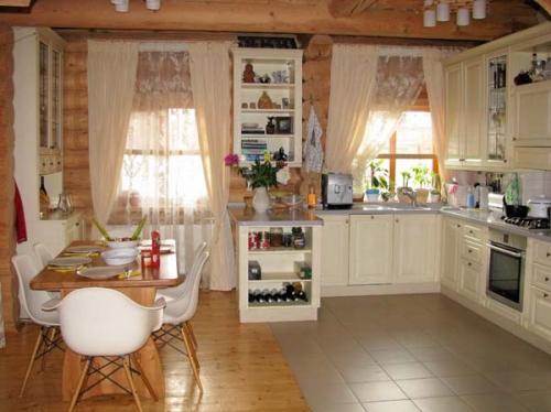 Отделка кухни и столовой в коттедже